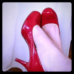 Madden Girl Size 7 Red Heels Rounded Toe